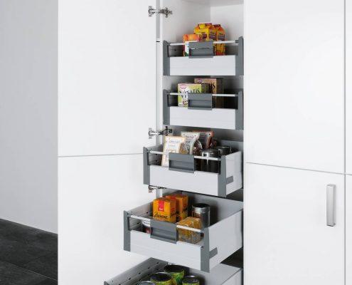KüchenGalerie Follner; Aufbewahrungsbeispiel. Halbhoher Schrank mit Schubladenauszügen. Bildquelle: Wellmann
