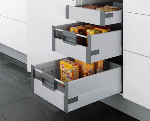 KüchenGalerie Follner; Aufbewahrungsbeispiel. Tür mit ausziehbaren Fächern. Bildquelle: Wellmann
