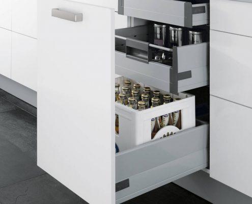 KüchenGalerie Follner; Aufbewahrungsbeispiel. Schublade mit ausziehbaren Fächern. Bildquelle: Wellmann