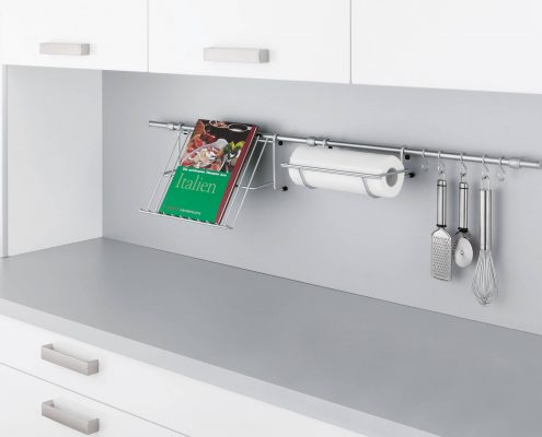 KüchenGalerie Follner; Aufbewahrungsbeispiel. Haken für Küchenrolle, Küchenwerkzeuge. Bildquelle: Wellmann