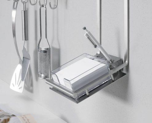 KüchenGalerie Follner; Aufbewahrungsbeispiel. Haken für Küchenwerkzeuge. Bildquelle: Wellmann